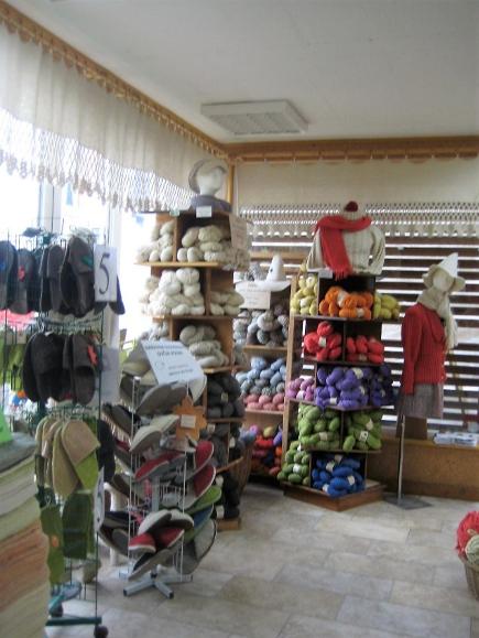 Notranjost prodajalne SOVEN – foto: Francka Čuk